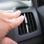 100均アイテム3個で仕切りカーテン!たった300円で車のエアコンが効率化できるらしい件